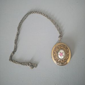 Jewelry - Vintage Locket